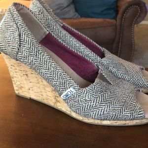 Toms wedges 7.5 brown & tan with shimmer sparkle